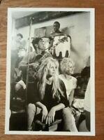 carte postale Brigitte BARDOT et Sachs DISTEL Saint Tropez 1958 Photo Burt Glinn