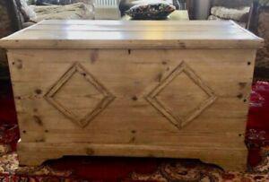 Beautiful Antique Victorian Pine Trunk: 90cm W x 48cm D x 50cm H