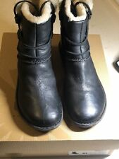 Womens UGG Australia 1932 Caspia Black Leather Shearling Ankle Boots Size 10 W