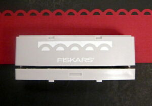 Fiskars APRON LACE Scallop Interchangeable/Advantedge BORDER PUNCH Cartridge NEW
