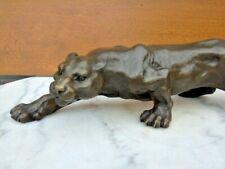PANTHERE EN BRONZE , statue animalière d une panthère en bronze signé .