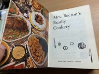 """1972 """"MRS BEETON'S FAMILY COOKERY"""" THICK LARGE ILLUSTRATED HARDBACK BOOK (P7)"""