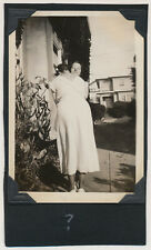 MYSTERY WOMEN in ARMLESS EMBRACE BACK at CAMERA vtg AFFECTIONATE WOMEN photo