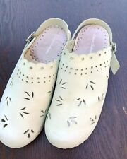 HANNA ANDERSSON Pale Green Clogs Cutout Leather Euro Size 37 US 6 Ladies Buckle