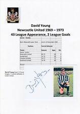 David joven Newcastle Utd 1969-1973 Original Corte/tarjeta firmada a mano