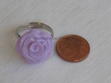 Anillo de rosa lila en fimo artesanía