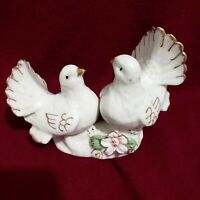 Vtg 2 Lovely Doves Birds Porcelain  Figurine Great Gift