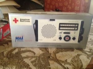 Eton American Red Cross FR405 - Portable radio - white  Brand New
