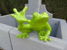 statue d une grenouille verte laquée, grenouille de collection , main en l air
