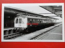 PHOTO  2 CAR DMU AT DERBY RAILWAY STATION 5/3/76