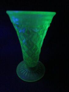 STUNNING DIAMOND PATTERN URANIUM DEPRESSION FLUTED GLASS VASE