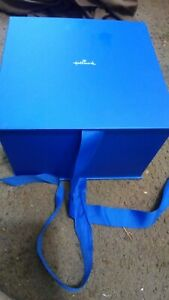 """Hallmark 7"""" Blue Gift Box with Lid and Shredded Paper Fill for Weddings, etc."""