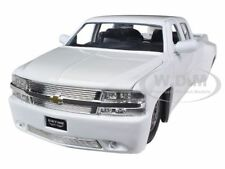 1999 CHEVROLET SILVERADO DOOLEY WHITE 1/24 DIECAST MODEL CAR BY JADA 90145
