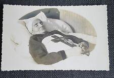 carte postale photo POST MORTEM femme sur son lit de mort crucifix