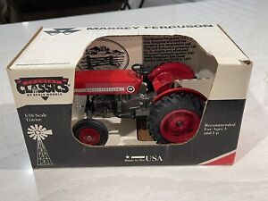 Scale Models Country Classics 1/16 Massey Ferguson 135 Die Cast Replica Tractor