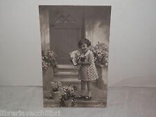 Vecchia cartolina foto d epoca di BROMOSTAMPA 1937 BAMBINA FIORI PIANTA da