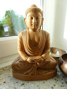 Buddhafigur, Holz, fein gearbeitet
