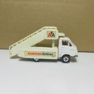 OLD DIECAST TOMY TOMICA NO. 38.50 TOYOTA HIACE AMERICAN AIRLINES MADE IN JAPAN