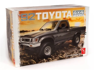 R2AMT1082 AMT 1992 Toyota 4x4 Pick-up 1:20 Scale Model Kit