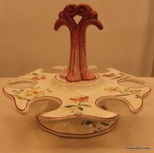 Porte-oeufs en faïence à motif de fleurs, XXème, hauteur 14,5cm, diam.19cm