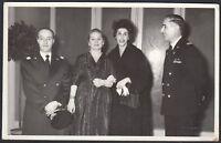 YZ1475 Piacenza 1950 - Ufficiali militari con mogli in un ricevimento - Foto