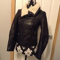 Women's H&M Black Vegan Leather Jacket With Fur Collar Zips Up Front Size 2