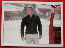 JAMES BOND - Quantum of Solace - Card #030 - Bond Uses The Tracking Device