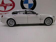 BMW 750li  ALPINE WHITE 1:18     Factory BMW Diecast