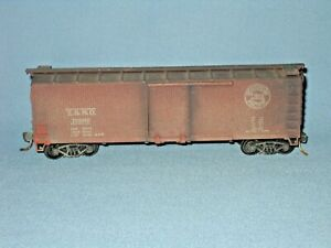 6757_UNBRANDED HO SOUTHERN PACIFIC WOOD STYLE BOXCAR BUILT KIT KADEE COUPLERS