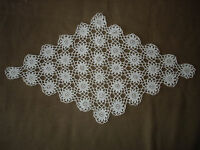 #571  Beautiful Vintage Handmade Table Runner  62cm/36cm(24''/14'')