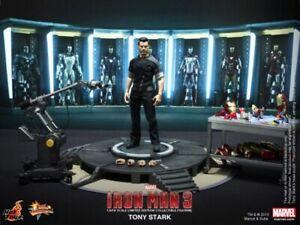 Hot Toys MMS191 Tony Stark Iron Man Armor Testing Workshop 1:6 Scale Sealed Ship