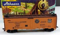 Athearn 1601 Pacific Fruit Express 40' Steel Reefer Car PFE 45698 HO Scale