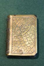Ancien briquet en métal doré ciselé