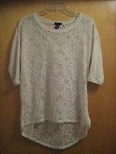 RUE 21 Size Medium Crème Sheer Lace Front & Back Shirt-Tail Top EUC