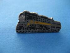 RAILWAY LOCOMOTIVE  Pin Badge T17)