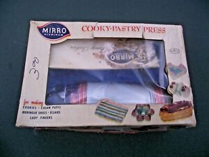 VINTAGE MIRRO ALUMINUM COOKY-PASTRY PRESS WITH BOX & BOOKLET