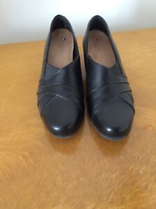 Clarks Unstructured Black Leather Shoes Size 7 small block heels