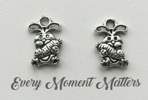 10 x Tibetan Silver RABBIT EASTER RABBIT WITH CARROT 3D 15x10mm Charms Pendant
