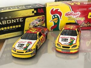 2 CAR SET 2005 & 2006 * #44 TERRY LABONTE * KELLOGG's * ACTION 1/24