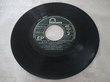 45 tours Nana Mouskouri - L'enfant au tambour (sans pochette)