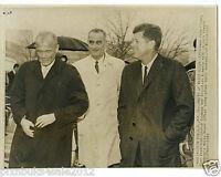 1962 press photo of President John F. Kennedy Astronaut John Glenn LBJ