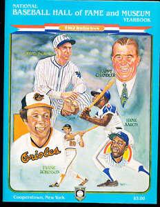 1982 hall of Fame baseball Yearbook Hank Aaron