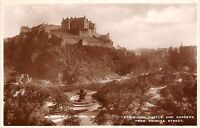 B89587 edinburgh castle and gardens from princes street scotland