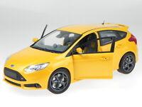 Ford Focus ST 2011 orange diecast modelcar 110082005 Minichamps 1:18