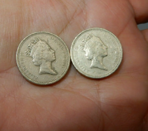 Rare Welsh Leek 1985 UK Pound Coins 1 with writing error, 1 normal