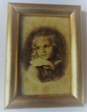 Reproduction , portrait d'enfant dans un cadre doré avec verre -11 cm x 8 cm