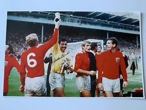 Fantastic Gordon Banks England Hand Signed Photo 20X14 Bid From £9.99