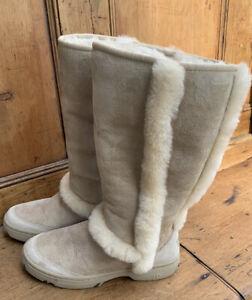 Lovely Pair of Women's Sunburst Tall Ugg Boots Size W7 Light Tan