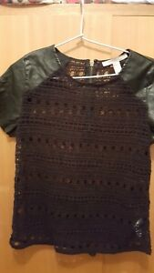 Lovely FOREVER 21 ladies short sleeve top (size extra small)