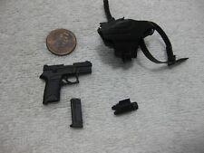 Resident Evil Ada Wong Pistol Gun + Holster VGM16 1/6th Scale - Hot Toys 2013